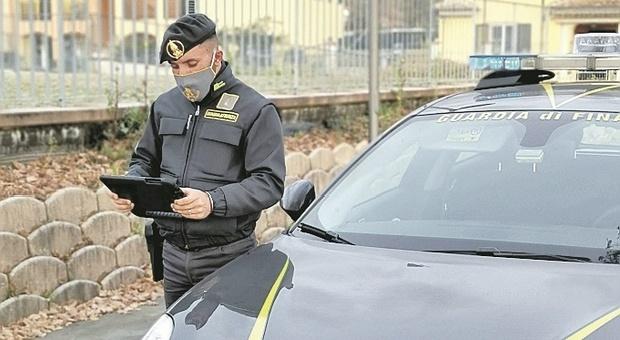 """Porto Recanati, un arresto e una denuncia per cocaina, uno """"spacciava"""" anche Covid: era positivo ed in isolamento ma girava in furgone"""