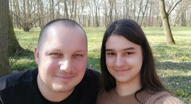 Trovata morta in spiaggia: Markéta aveva solo 17 anni. Oggi l'autopsia. Il giallo del compagno sparito