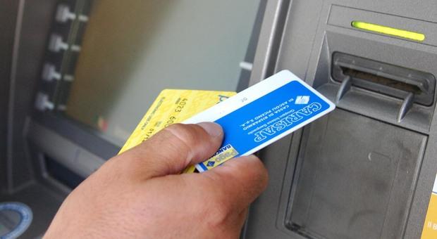 Shopping con le carte di credito rubate, un fenomeno in costante credito