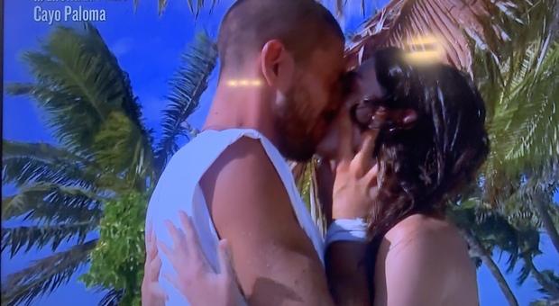 Isola dei Famosi, Ignazio vede Cecilia ma rifiuta l'anello: «Così no»