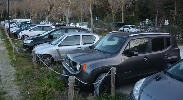 Portonovo rimane a numero chiuso ma grazie ad una app si può prenotare anche il parcheggio