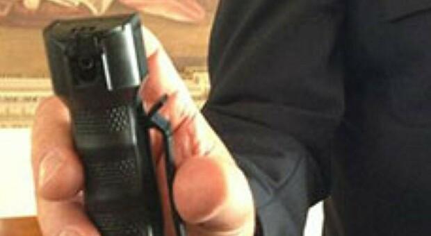 Porto San Giorgio, spruzza lo spray urticante dentro l'autobus affollato: ragazzo trovato e denunciato