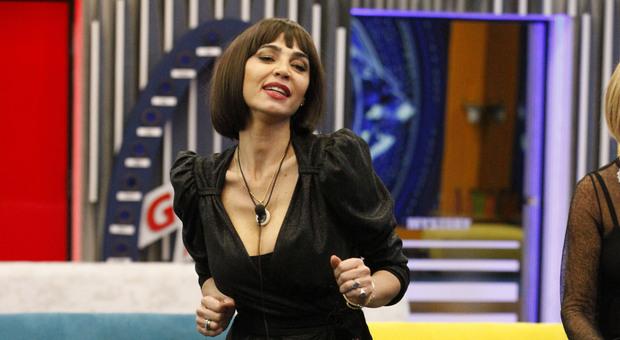 Grande Fratello Vip, diretta 18 gennaio: la crisi di Maria Teresa Ruta. Questa sera scopriremo il primo finalista