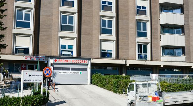 L'ingresso del pronto soccorso dell'ospedale di Macerata