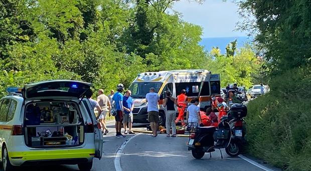 Suv contro uno scooter alla Vedova. Grave la compagna di Paolo Bonetti. Laura, 35 anni, tornava da Portonovo