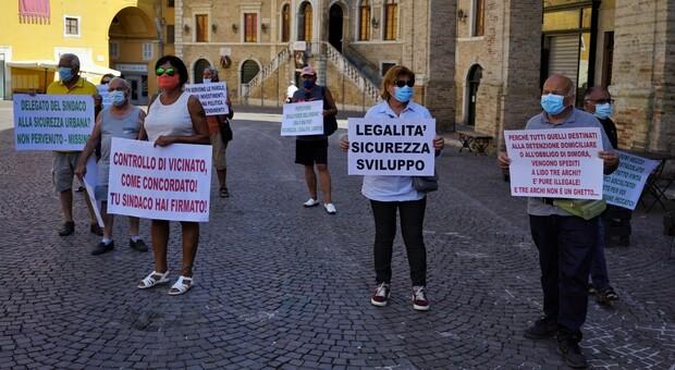 Tre Archi invade piazza del Popolo, pressing sulla sicurezza: «Solo chiacchiere, servono interventi veri»