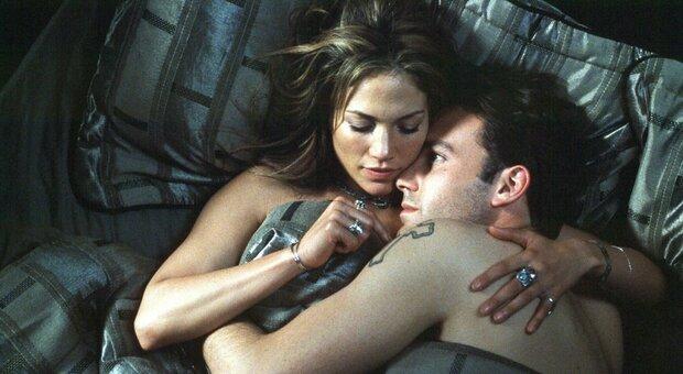 """Jennifer Lopez e Ben Affleck in una scena del film """" Amore estremo """" di Martin Brest."""