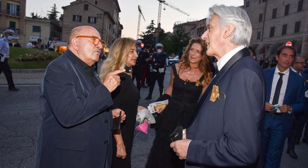 Dante Ferretti e Francesca Lo Schiavo con il sindaco di Macerata Sandro Parcaroli