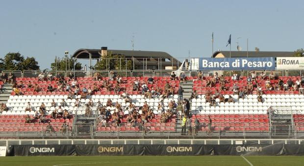 La tribuna dello stadio di Pesaro in una foto d'archivio