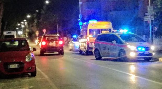 Fermo, si accascia priva di sensi sul marciapiede davanti a casa: paura per una 30enne