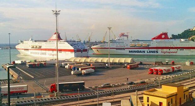 Uno scorcio del porto di Ancona: possibile snodo delle Reti Ten-T dell Ue