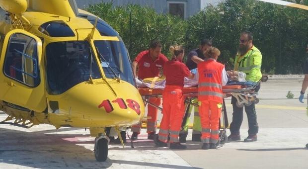 Il trasporto di un ferito con l'elicottero del 118