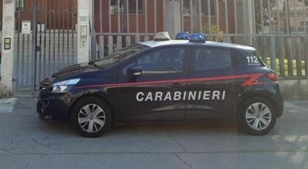 Porto Sant'Elpidio, aggredisce il rivale con un coltello e il fucile da sub: commercianti e carabinieri evitano la tragedia