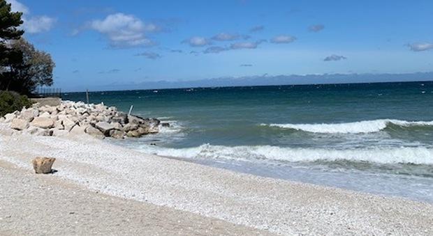 Mare nostrum da podio, qui l acqua è eccellente in 155 (su 170) km di costa. Marche promosse dall'Arpam e dalle 16 Bandiere blu