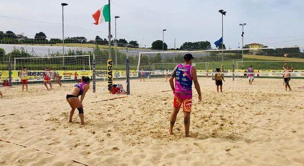 Coronavirus, doccia fredda per beach volley, calcetto e basket: «É ancora rischioso ripartire»