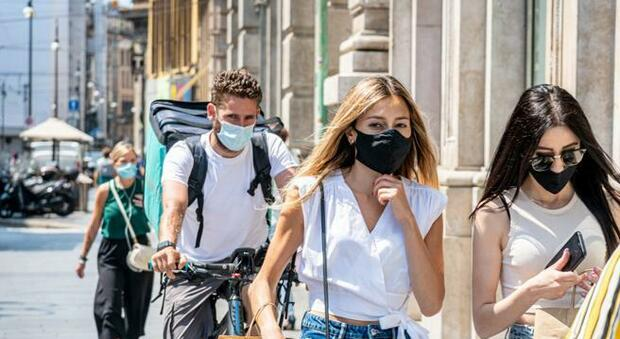 Giù la maschera da luglio? Esperti favorevoli, ma patti chiari: «Sì, all aperto e senza folla. Proseguire con il distanziamento»