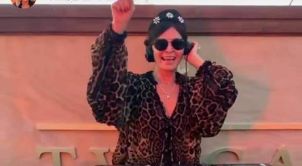 Daniela Santanché sfida il governo: «La mia discoteca resta aperta, ma vietato ballare»