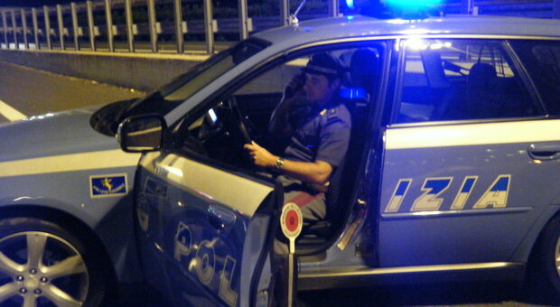 Fermati sulla statale tra Fano e Pesaro nella notte: vilate le regole anti Covid, scatta la multa e pure la denuncia