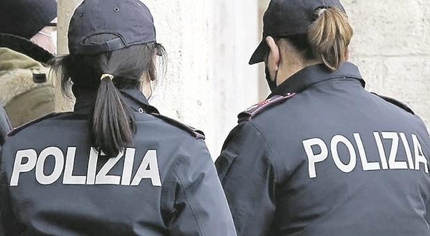 Pesaro, accetta di ingerire 22 ovuli di eroina per 50 euro, ma incappa nei controlli: corriere arrestato