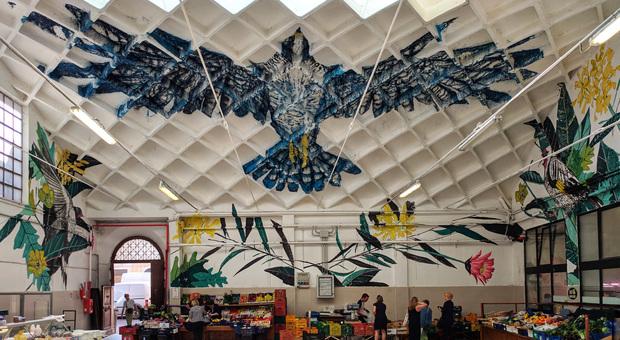 L opera di Twoone, artista giapponese classe 85, che orna il mercato di Osimo (DAL SITO WWW.MADAM-MUSEUM.IT)
