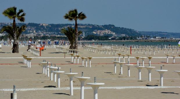San Benedetto, movida e assembramenti: il sindaco vieta le spiagge libere di notte