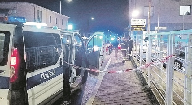 Pesaro, badante travolta e uccisa dal mezzo dei pompieri: rintracciati i figli, vigili a caccia di testimoni