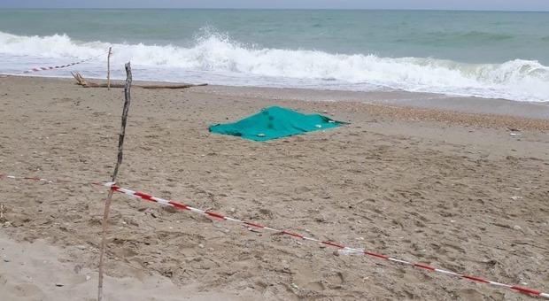 San Benedetto, cadavere trovato in spiaggia: la ragazza è morta per annegamento