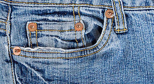 Curiosità jeans, ecco a cosa servono i bottoncini in rame della tasca