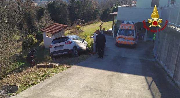 L'auto in discesa che ha travolto e ucciso un uomo