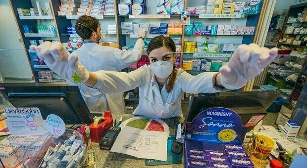 Vaccini, le farmacie si dividono: «Qui troppi rischi per i clienti». «No, vanno bene, ma i tempi sono lunghi»
