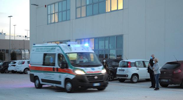 Civitanova, il Covid Hospital si sveglia dal sonno lungo quattro mesi e mezzo: tornano i ricoverati all'astronave di Bertolaso