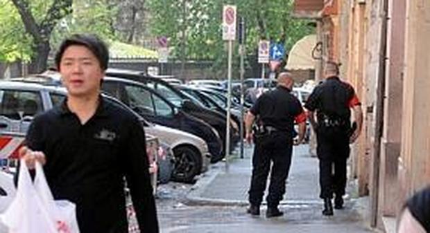 Agenti della vigilanza privata durante un turno di lavoro