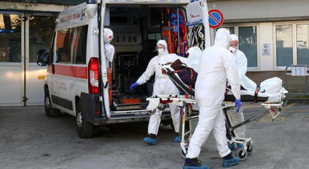 Coronavirus, la terza positiva è una donna incinta. La polizia indaga su 7 bengalesi: sono ambulanti in spiaggia?