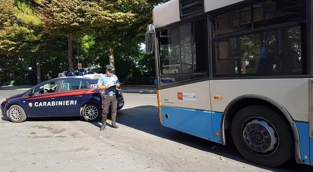 I carabinieri sono intervenuti sull'autobus
