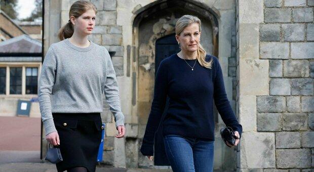 Louise e sua madre Sophia, contessa di Wessex, al castello di Windsor
