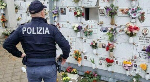Polizia al cimitero, foto tratta da internet