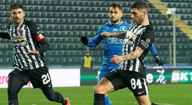 Il terzino destro Niccolò Tofanari, 22 anni, durante una partita dell Ascoli
