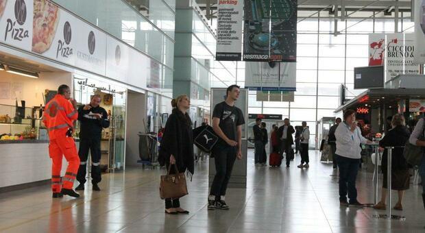 Un aeroporto in una foto di repertorio. Crisi sempre più pesante per la agenzie di viaggi