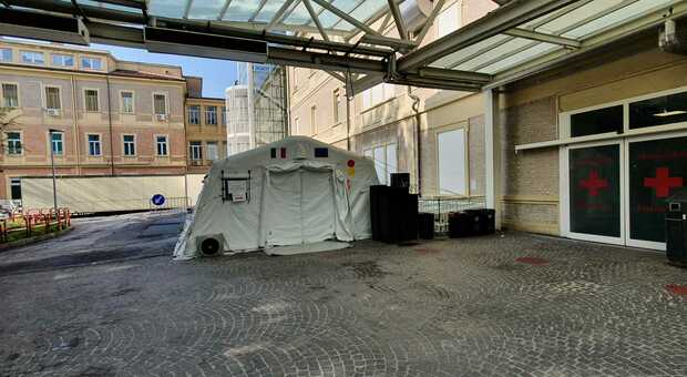 Una tenda allestita a Marche Nord