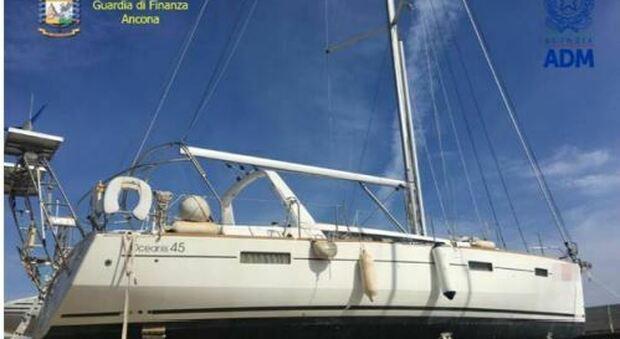 Fano, lLa barca da diporto con bandiera estera non è regolarizzata: scatta il sequestro per evasione fiscale