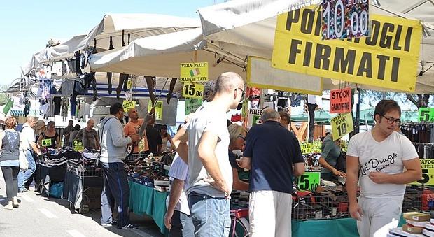 Pesaro, la Fiera di San Nicola formato Covid ha meno bancarelle e percorsi obbligati