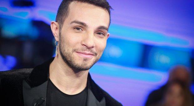 Marco Carta, quanto ha chiesto per cantare al Gay Pride di Modena. La cifra troppo alta rifiutata dagli organizzatori