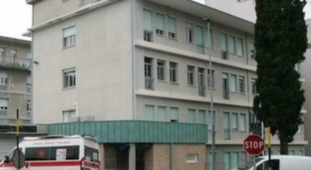 Il presidente del comitato per la riapertura ripropone l'ala dismessa: «Ospedale di Urbino in affanno ma il Lanciarini resta un tabù»