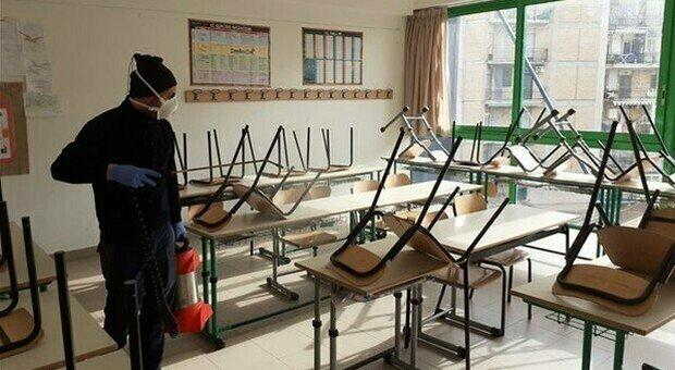 Prof in ferie per Natale, le scuole chiudono prima: «Impossibili le lezioni, le recupereremo»