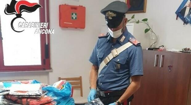 Ambulanti abusivi sorpresi sul lungomare: merce sequestrata e 5mila euro di multa ciascuno