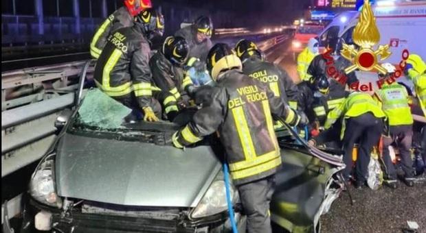 Milano, tragico incidente per una famiglia sulla tangenziale: morta la mamma, il padre è in codice rosso. Figlia gravissima curata sul posto