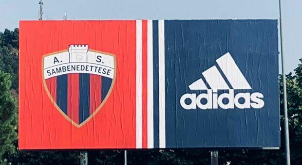 Uno dei cartelloni pubblicitari con cui la Samb ha annunciato che lo sponsor tecnico sarà l'Adidas