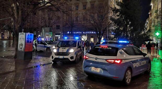 I controlli della polizia nel centro di Ancona