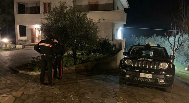 I carabinieri sul luogo in cui è stato ritrovato il cadavere