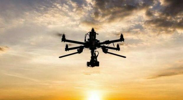 Effusioni hot in un'area vicina alla Rotonda a mare interrotte dall arrivo di un drone